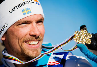 johan-olsson-with-medal